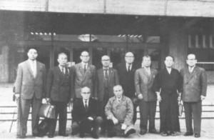 Este es el comité que creó las siete primeras katas del ZNKR Iaido que se hicieron oficiales en 1969:      Danzaki Tomoaki, 9 th Dan Hanshi, Muso Shinden Ryu     Yamatsuta Jukichi, 9 th Dan Hanshi, Muso Shinden Ryu     Yamamoto Harusuke, 9 th Dan Hanshi, Muso Jikiden Eishin Ryu     Masaoka Kazumi, 9 th Dan Hanshi, Muso Jikiden Eishin Ryu     Muto Shuzo, Hanshi, 9 th Dan Hanshi, Hasegawa Eishin Ryu     Kamimoto Eichi, 9 th Dan Hanshi, Hasegawa Eishin Ryu     Yoshizawa Ikki, 9 th Dan Hanshi, Hoki Ryu     Tsumaki Seirin, 8 th Dan Kyoshi, Tamiya Ryu     Suetsugo Tomezo 8 th Dan Kyoshi, Muso Shinden Ryu     Nukada Hisashi, 8 th Dan Kyoshi, Muso Shinden Ryu     Omura Tadaji, 8 th Dan Kyoshi, Muso Shinden Ryu     Sawayama Shuzo 8 th Dan Kiyoshi, Hoki Ryu